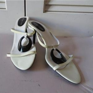 SERGIO ROSSI WHITE LEATHER/BLACK SANDAL 39